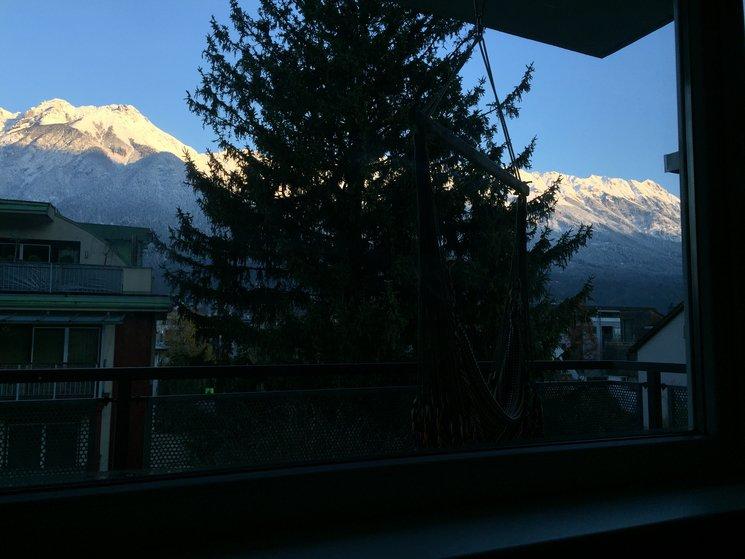 Von der Wohnung aus hat man einen ademberaubenden Blick auf den Naturpark Karwendel, die Nordkette, die Hausberge über Innsbruck.