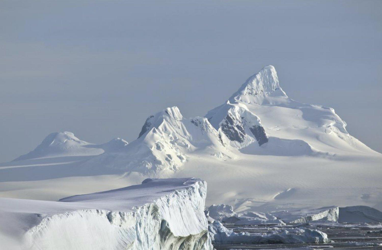 Incredible scenery at the Antarctic peninsula